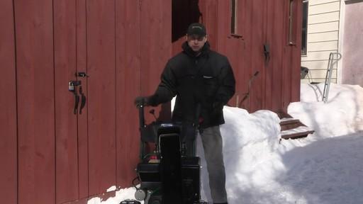Souffleuse à neige à 2 phases Yardworks de 357 cm3 – Témoignage de Don - image 2 from the video