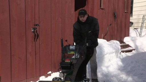 Souffleuse à neige à 2 phases Yardworks de 357 cm3 – Témoignage de Don - image 4 from the video