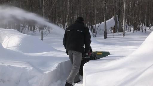 Souffleuse à neige à 2 phases Yardworks de 357 cm3 – Témoignage de Don - image 6 from the video