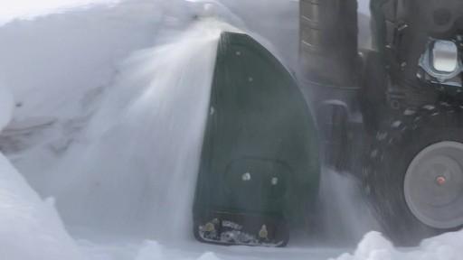 Souffleuse à neige à 2 phases Yardworks de 357 cm3 – Témoignage de Don - image 8 from the video