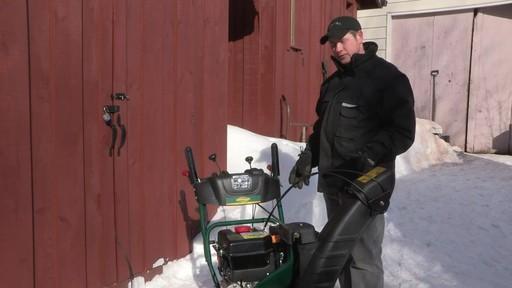 Souffleuse à neige à 2 phases Yardworks de 357 cm3 – Témoignage de Don - image 9 from the video