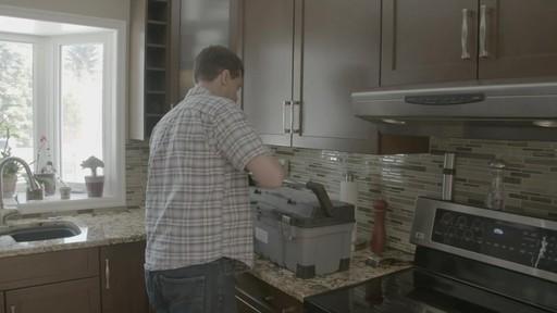Coffre à outils robuste en plastique MAXIMUM – Témoignage de Kevin - image 1 from the video
