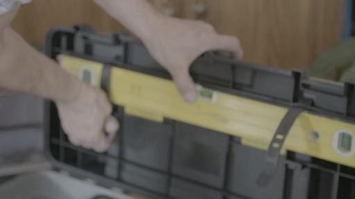 Coffre à outils robuste en plastique MAXIMUM – Témoignage de Kevin - image 5 from the video