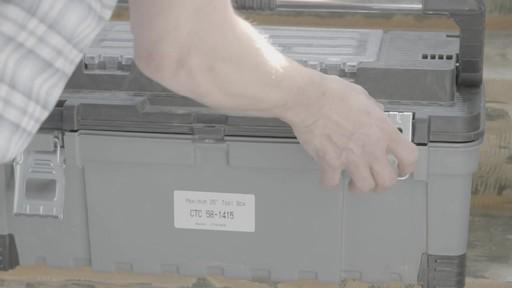 Coffre à outils robuste en plastique MAXIMUM – Témoignage de Kevin - image 8 from the video