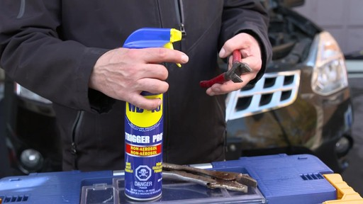 Lubrifiant WD40 en format non-aérosol - image 4 from the video
