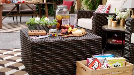 Fête dans le jardin - Soleil et terre cuite - image 2 from the video