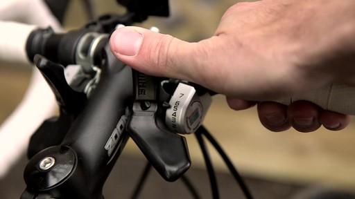 Vélo de route CCM Endurance 700C - image 3 from the video