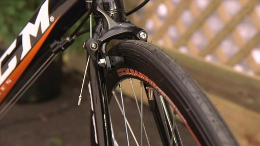 Vélo de route CCM Endurance 700C - image 8 from the video