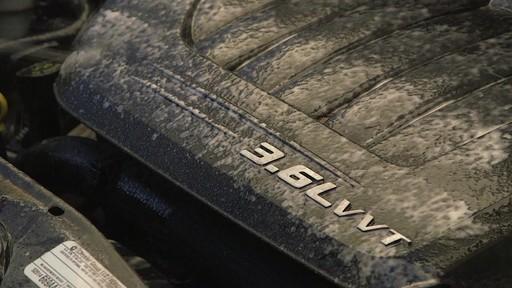 Gel nettoyant Gunk Engine Brite - image 6 from the video