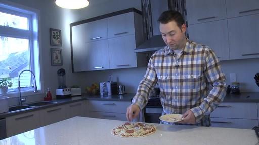 Four d'extérieur Cuisinart - Témoignage de Jonathan - image 1 from the video