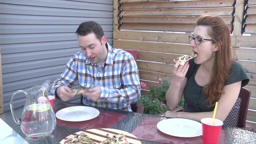 Four d'extérieur Cuisinart - Témoignage de Jonathan - image 10 from the video
