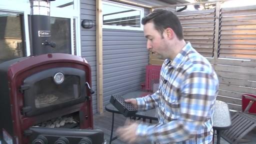 Four d'extérieur Cuisinart - Témoignage de Jonathan - image 7 from the video