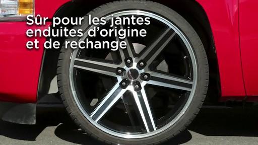 Nettoyant pour pneus et jantes Quicksilver d'Armor All - image 2 from the video