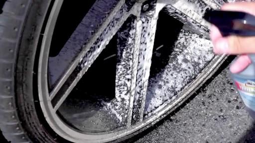 Nettoyant pour pneus et jantes Quicksilver d'Armor All - image 4 from the video