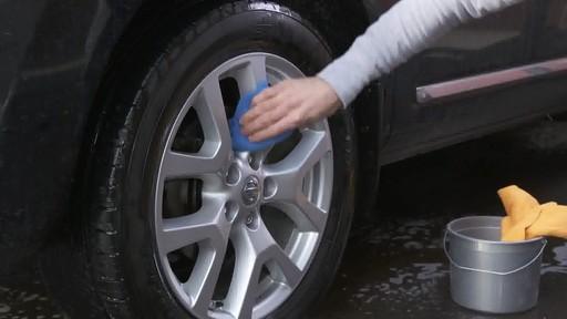 Nettoyant pour pneus et jantes Quicksilver d'Armor All - image 6 from the video