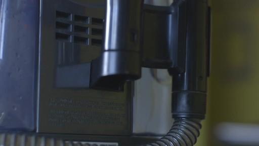 Aspirateur portable sans fil Bissell SpotClean-le témoignage de Greg - image 7 from the video