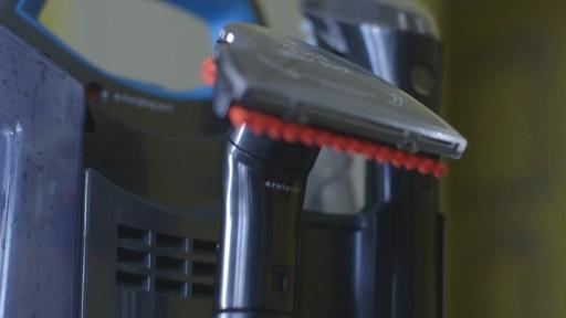 Aspirateur portable sans fil Bissell SpotClean-le témoignage de Greg - image 8 from the video