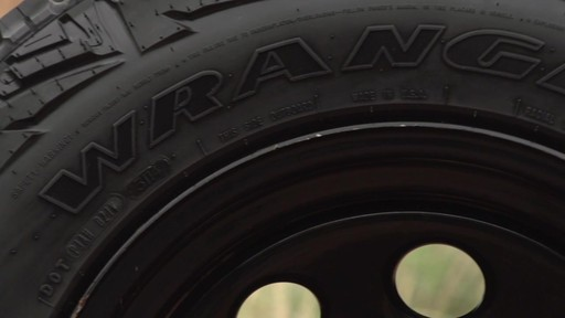Pneu Goodyear Wrangler Duratrac - image 2 from the video