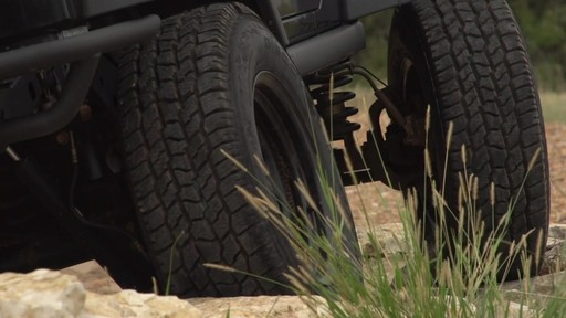 Pneu Goodyear Wrangler Duratrac - image 7 from the video