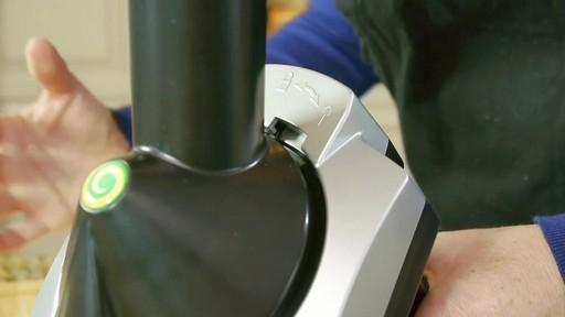 Machine à préparer des collations glacées Yonanas - image 3 from the video