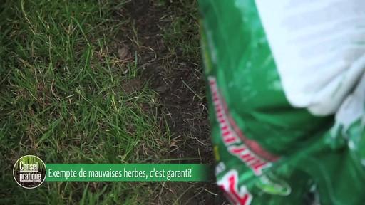 Application de terre à pelouse - image 4 from the video
