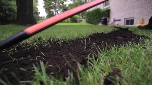 Application de terre à pelouse - image 6 from the video
