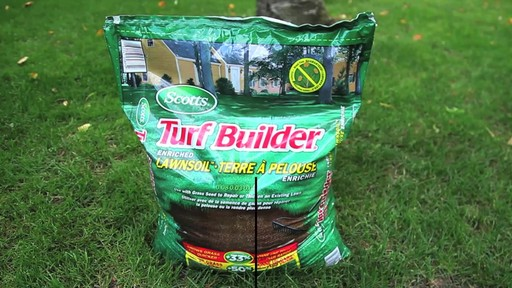 Application de terre à pelouse - image 8 from the video
