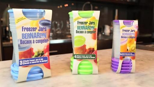 Bernardin bocaux et couvercles en plastic à congeler - image 8 from the video