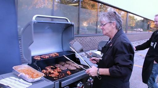 Barbecue à Coleman Revolution- le témoignage de visiteurs - image 10 from the video