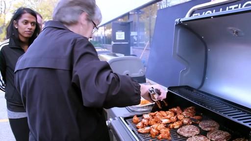 Barbecue à Coleman Revolution- le témoignage de visiteurs - image 4 from the video