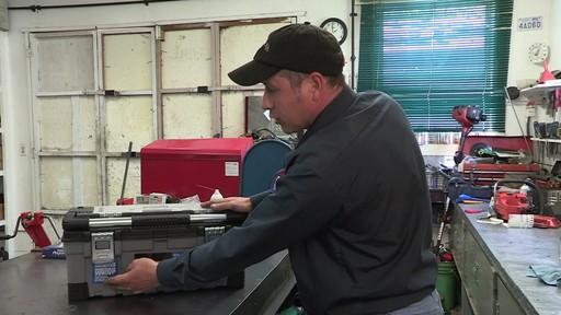 Coffre à outils robuste en plastique MAXIMUM – Témoignage de Don - image 4 from the video