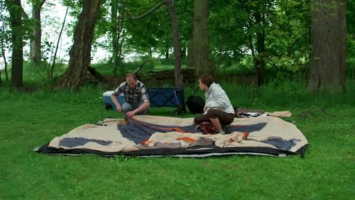 Ce que vous devez savoir Sur le montage d'une tente à mâts - image 4 from the video