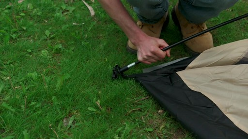 Ce que vous devez savoir Sur le montage d'une tente à mâts - image 5 from the video