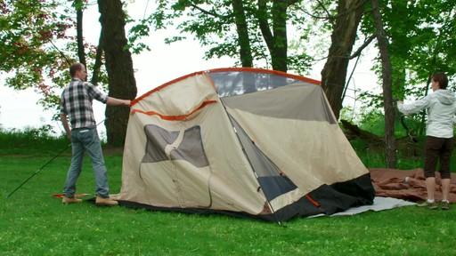 Ce que vous devez savoir Sur le montage d'une tente à mâts - image 8 from the video