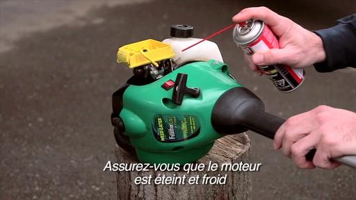 Nettoyant Gumout à vaporiser pour petits moteurs  - image 5 from the video