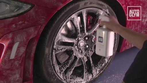 Nettoyant pour roues spéciales Autoglym - image 2 from the video