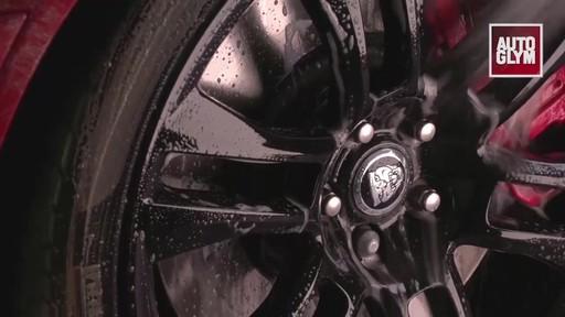 Nettoyant pour roues spéciales Autoglym - image 6 from the video