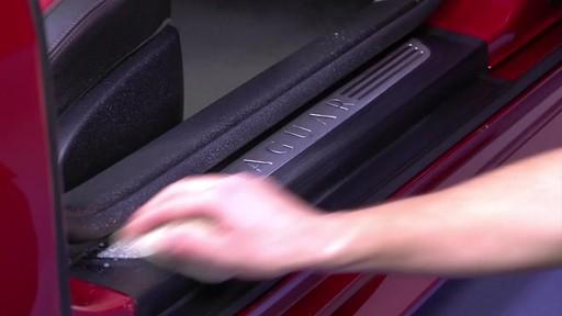 Produit Autoglym pour vinyle et caoutchouc - image 6 from the video