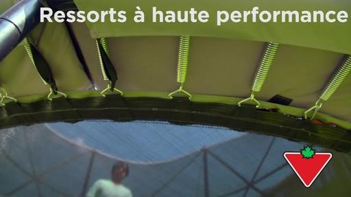 Trampoline Outbound Oval avec filet de sécurité, 13 pi - image 3 from the video