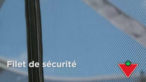 Trampoline Outbound Oval avec filet de sécurité, 13 pi - image 6 from the video