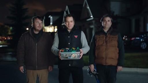 NOMA Quick-Clip LED Lights - Dévoilement de la publicité Canadian Tire  - image 6 from the video