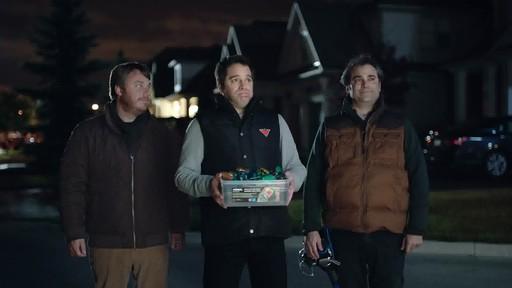 NOMA Quick-Clip LED Lights - Dévoilement de la publicité Canadian Tire  - image 7 from the video