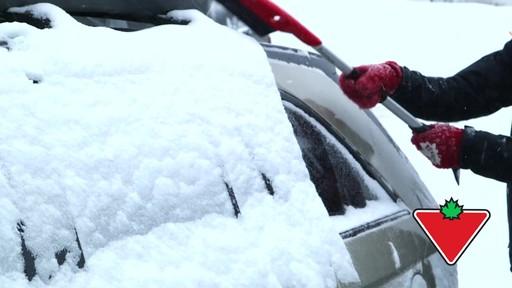 Balai à neige avec EVA Garant - image 1 from the video