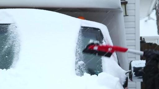 Balai à neige avec EVA Garant - image 2 from the video