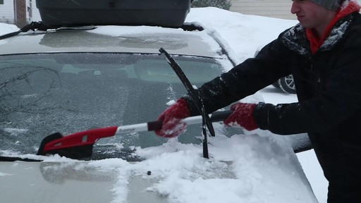 Balai à neige avec EVA Garant - image 6 from the video