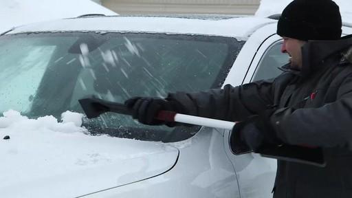 Balai à neige avec EVA Garant - image 7 from the video