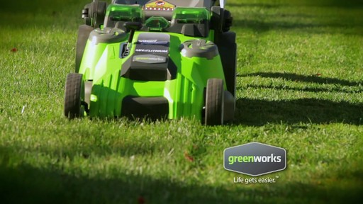 Tondeuse sans fil au lithium-ion GreenWorks TwinForce, 40 V, 20 po - image 2 from the video