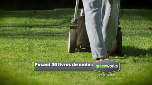 Tondeuse sans fil au lithium-ion GreenWorks TwinForce, 40 V, 20 po - image 3 from the video