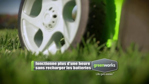 Tondeuse sans fil au lithium-ion GreenWorks TwinForce, 40 V, 20 po - image 6 from the video