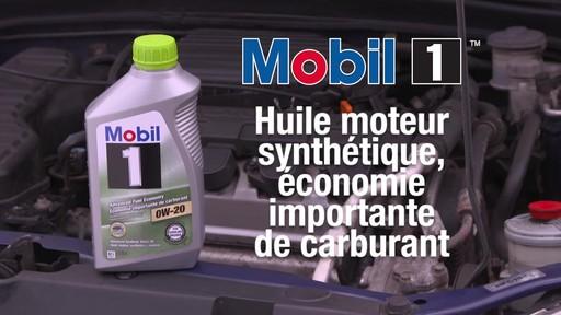 Huile synthétique Mobil 1 Économie importante de carburant 0W-20 - image 1 from the video